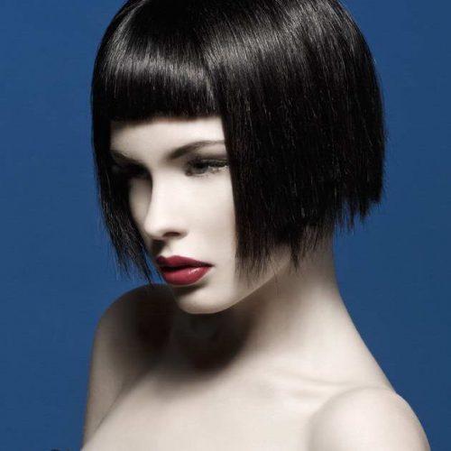 un-corte-de-pelo-bob-corto-con-flequillo-para-el-pelo-liso-2